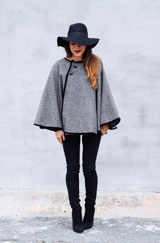 пальто пончо с черной шляпой и черными джинсами мода 2018